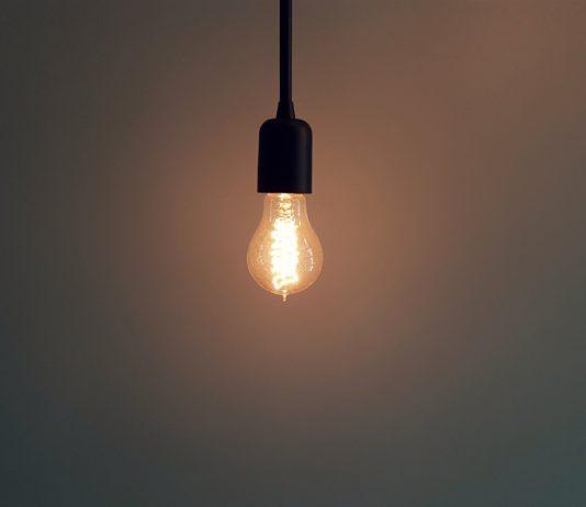 Czy opłaca się zmieniać dostawcę prądu?